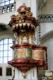A work of art playing a pulpit