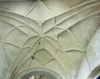 Detail of the star arch above the baptismal nook.