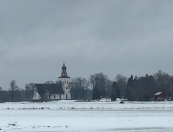 Skuttunge Church distant