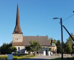 Österhaninge Church in full